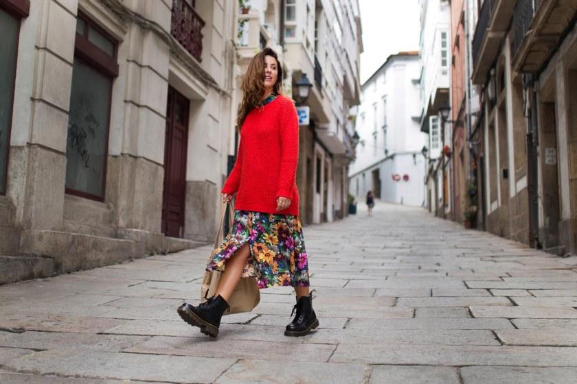 170904-vestido-zara-dress-zara-fashion-blogger-moda-estilo-Bota-militar-Dr-Martens-alba-cuesta-jersey-punto-rojo-tote-bag-streetstyle-coruña-descalzaporelparque-03