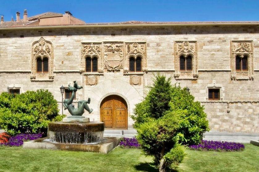 palacio-de-los-momos-1-2000-1024x681